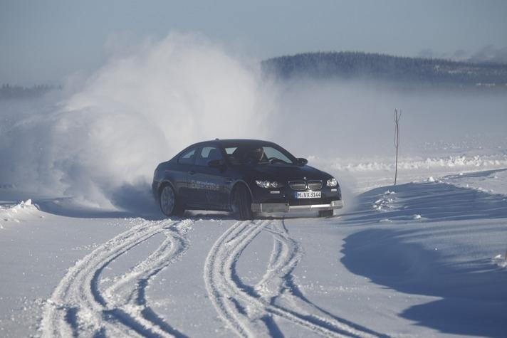 Sfaturi pentru condusul masinii pe zapada