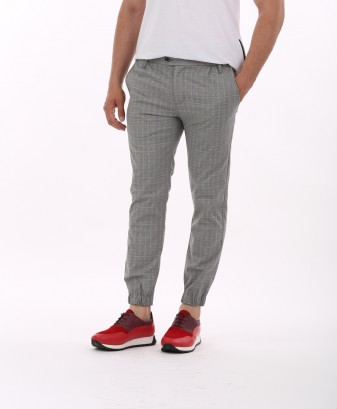 Top 3 pantaloni barbati in mediul online