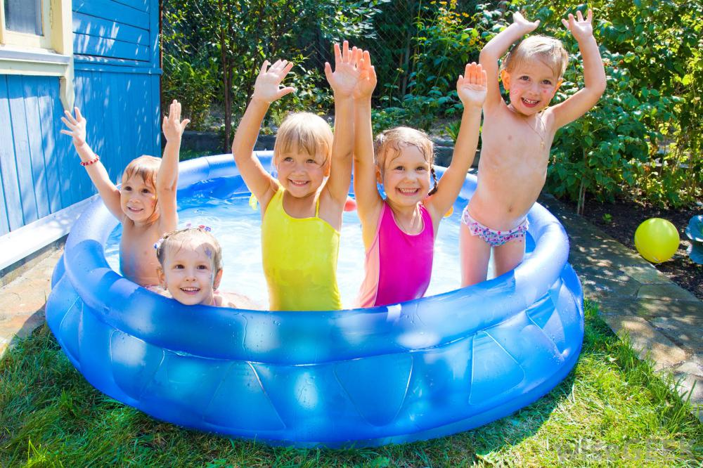 Noi variante de cort si piscina copii in oferta ShopAlert