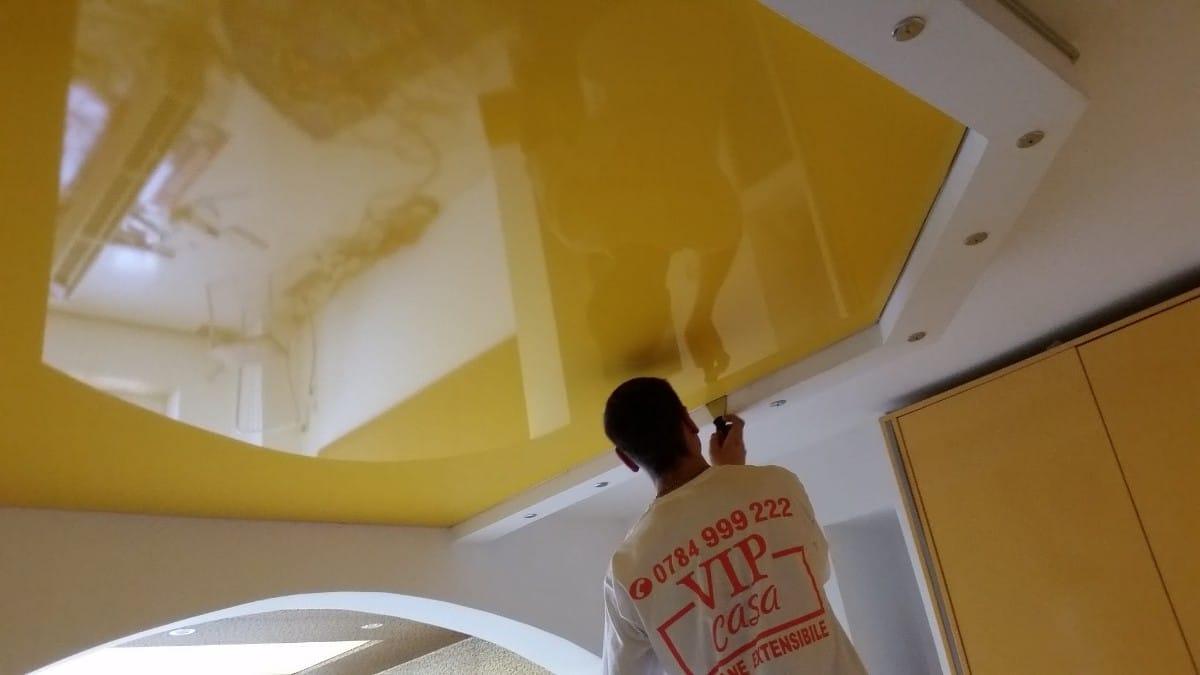 Care sunt specificatiile tavanelor extensibile lucioase