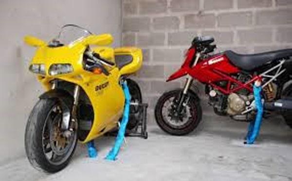 Pastrarea motocicletei si a pieselor motocicletei in siguranta