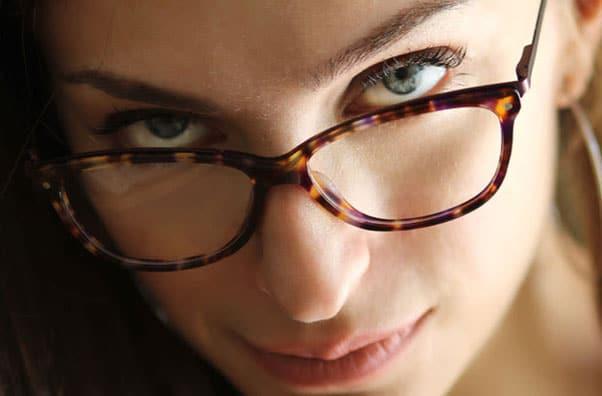 Ultimele tendințe în ochelari de vedere pentru femei
