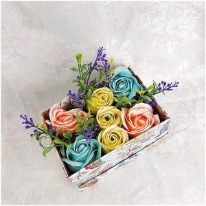 Esti pentru sau impotriva florilor decorative artificiale pentru decorarea nuntii tale?
