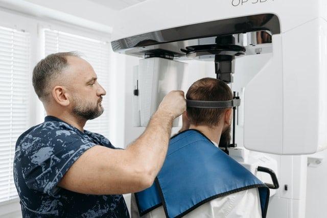 Care sunt avantajele implantului Fast Fixed