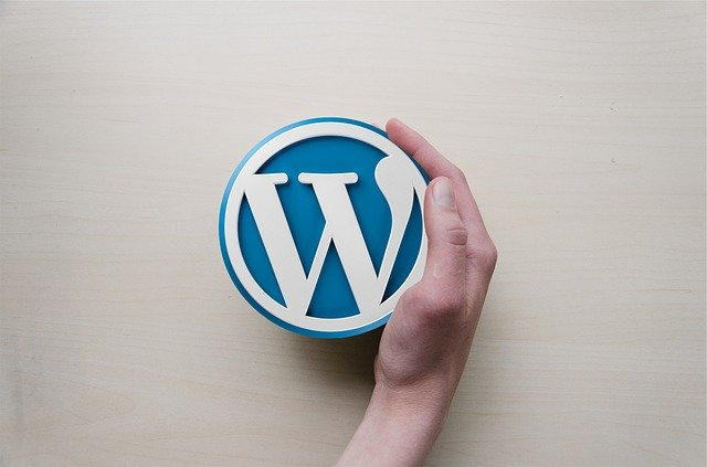 Diferenta dintre WordPress.com si WordPress.org – avantaje si dezavantaje